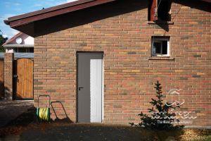Metallic doors