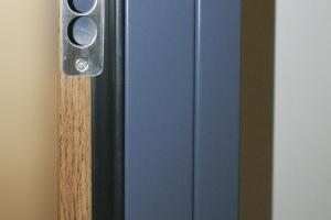 acabado bicolor RAL PVC puerta metálica batiente andreu