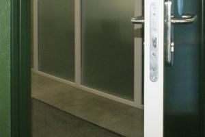 acabado bicolor RAL RAL puerta metalica batiente andreu