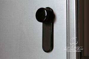 accessoire pommeau sur plaque PVC porte métallique Andreu 060452