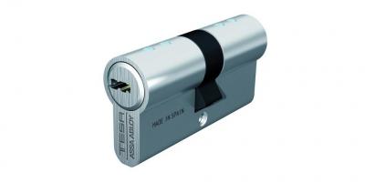 accesorio cilindro TESA T80 puerta metalica batiente andreu