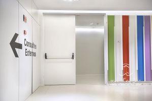 hospital san joan de deu barcelona puerta metalica batiente corta fuegos andreu
