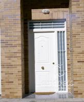 habitatges Càceres porta metàl·lica batent residencial andreu