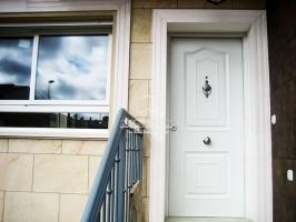 viviendas caceres puerta metalica batiente residencial andreu