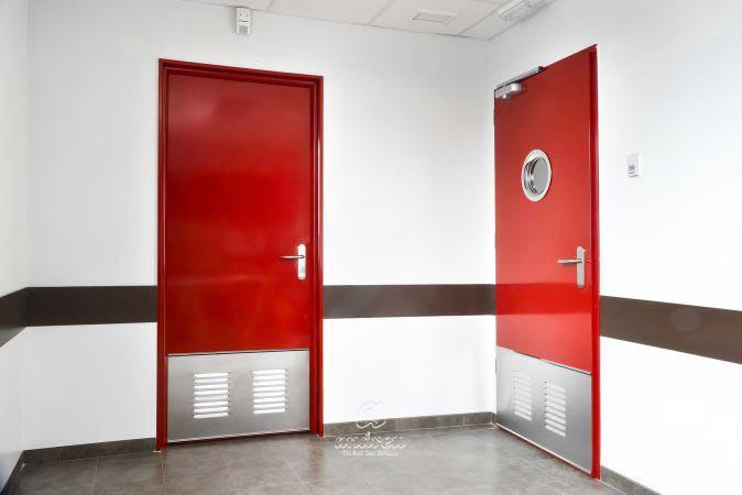 Puertas metálicas  Modelo Puertas metálicas multiusos Office, Para oficinas. Puertas Andreu