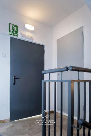 Metallic doors  Model Basic reversible meter doors fire doors, rf, ei 60. Andreu doors