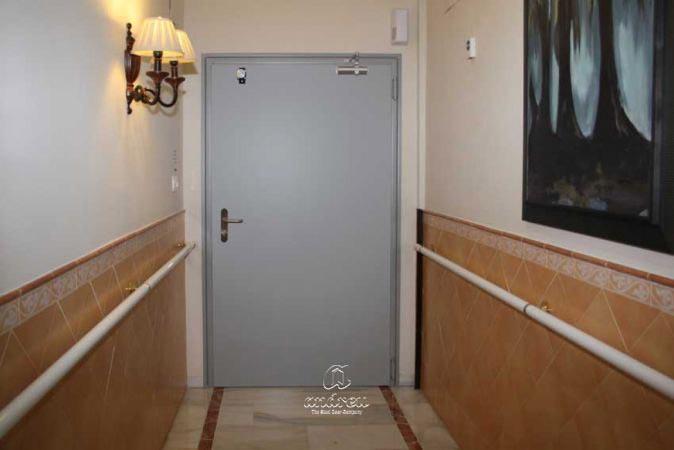 residencia luz de aras cordoba puerta metalica batiente cortafuegos andreu