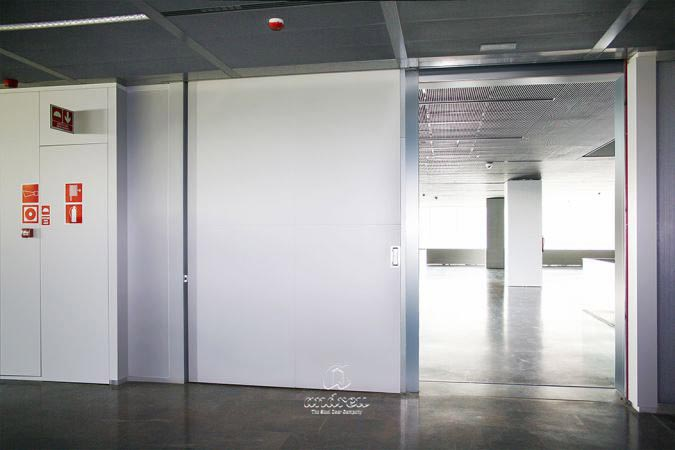 Metallic doors  Model Rodas sliding fire doors, rf, ei 60. Steel doors Andreu