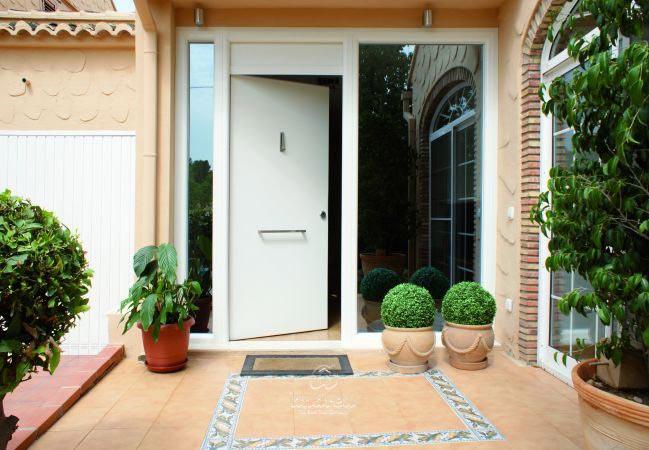 Metallic doors Residential Model Compact