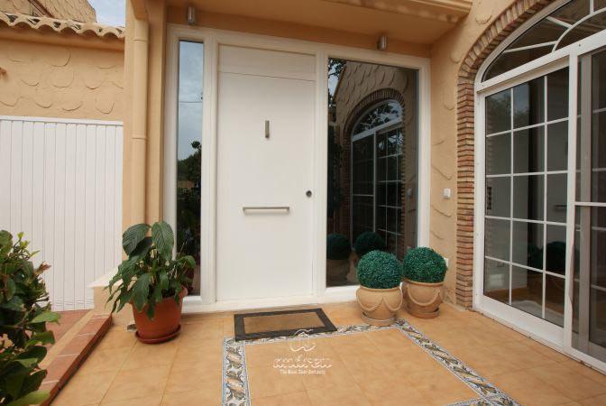 Metallic doors  Model Puertas de seguridad residencial Lisa. Puertas de acero Andreu