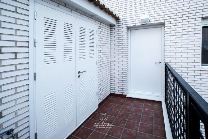 Puertas metálicas  Modelo Puertas metálicas multiusos Ensamblada, Puertas de acero Andreu