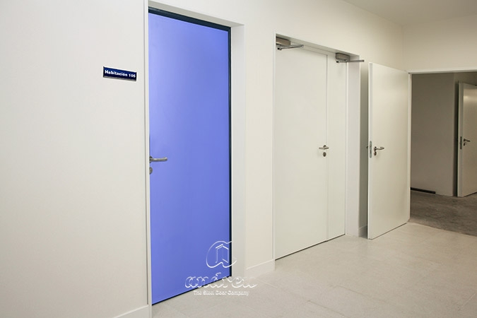 Portes métalliques  Modèle Portes metalliques multiusages pour les hôpitaux E-Quo. Andreu