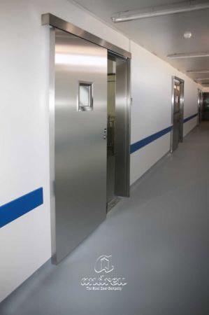 centro investigacion universidad cordoba puerta metalica batiente office andreu