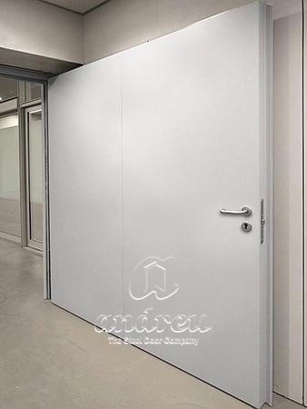 estadio futbol wanda metropolitano madrid puerta metalica batiente multiusos andreu