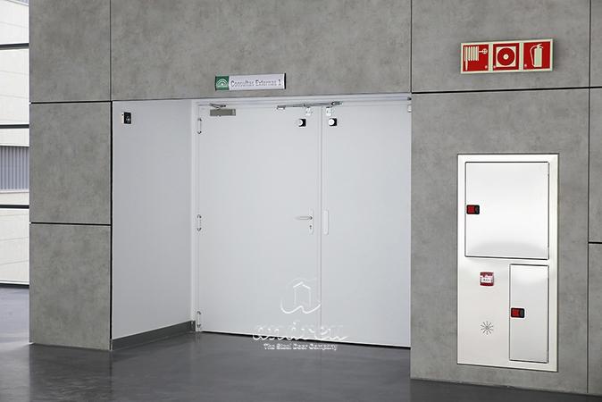 hospital lalinea cadiz puerta metalica batiente cortafuegos andreu
