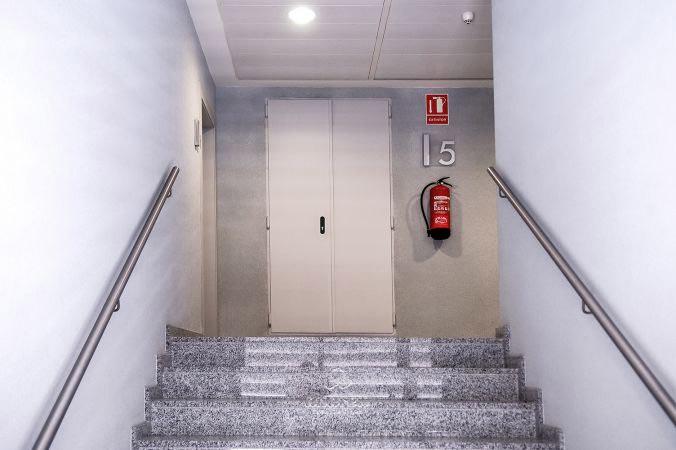 puerta metalica batiente cortafuegos registro turia andreu