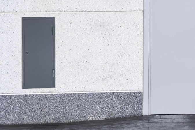 puerta metalica batiente multiusos registro ensamblada andreu