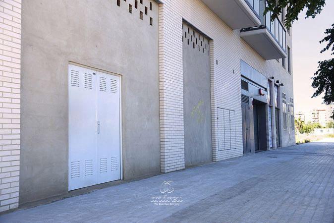 viviendas valencia puerta metalica batiente multiusos andreu