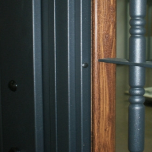 Bi-coloured Residential Door: Total adaptation to the different environments of the house